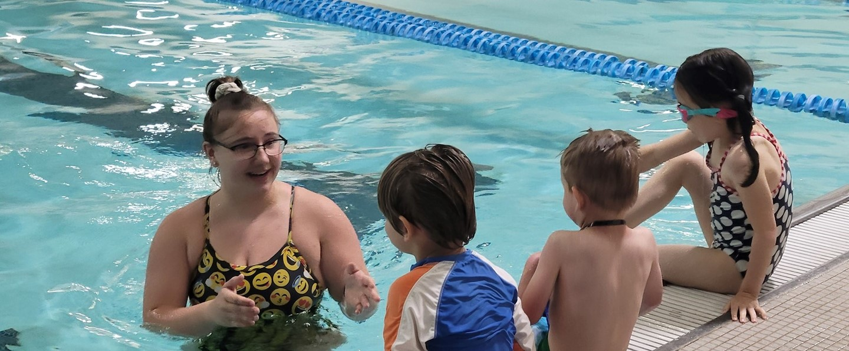 children in swim lesson