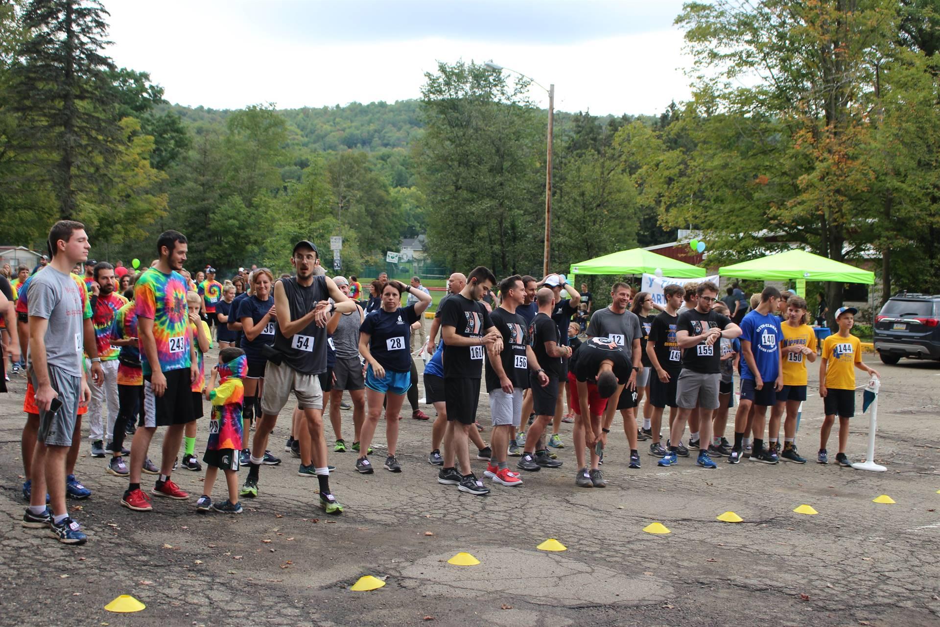 runners gathering at start of run