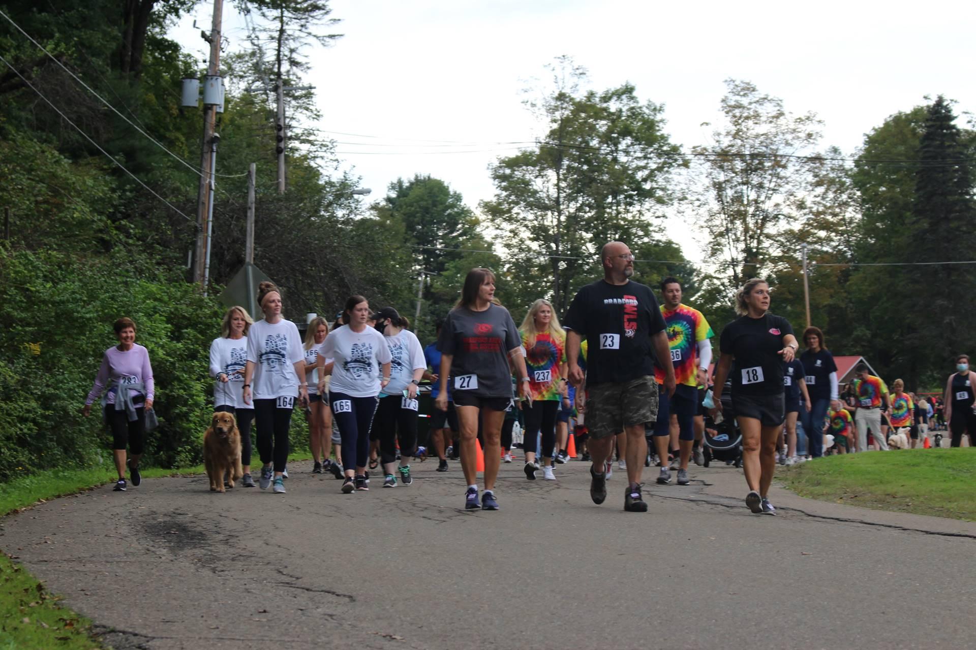 various runners starting race
